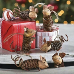 pinecone mice